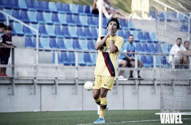 Riqui Puig lamentándose por una ocasión fallida en el partido disputado ante el Club de Fútbol Badalona en la jornada 1 | Foto de Noelia Déniz, VAVEL