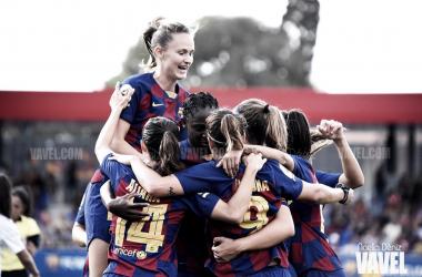 Las jugadoras del Fútbol Club Barcelona celebrando uno de los goles conseguidos ante el Club Deportivo Tacón en la jornada 1 de la Primera Iberdrola | Foto de Noelia Déniz, VAVEL