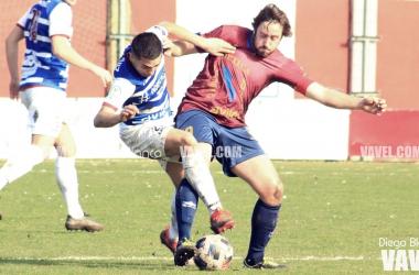 Una disputa del partido entre Nahuel y Rionda | Foto: Diego Blanco - VAVEL