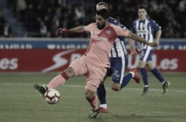 Barcelona vence Alavés e depende de tropeço do Atlético de Madrid para ser campeão