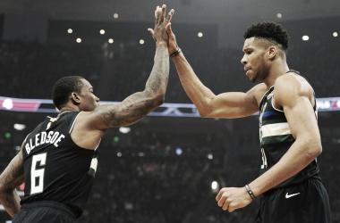 Milwuakee Bucks se classifica para playoffs e faz história na NBA
