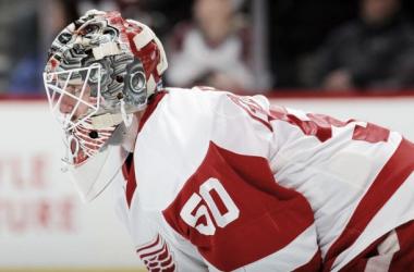 El suplente de Detroit no falló al equipo en su debut esta temporada. | Foto: NHL