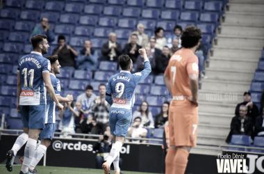 Sergio García, Leo Baptistao y Óscar Melendo celebrando un gol en el RCDE Stadium. Foto: Vavel (Noelia Déniz)