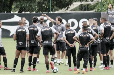 'Pra cima deles, Galo': Atlético convoca sete atacantes para clássico contra Cruzeiro