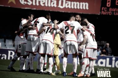 La plantilla del Rayo Vallecano en un partido de esta temporada: | Fotografía: Noelia Déniz (VAVEL.com)