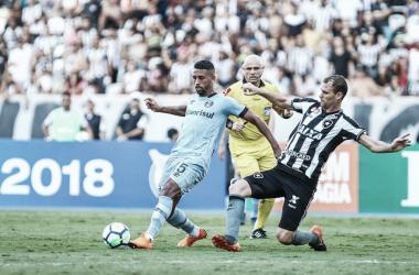 Michel marcou o gol do Tricolor na derrota no Rio de Janeiro (Foto: Lucas Uebel/ Grêmio FBPA)