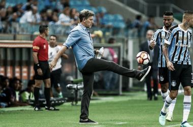 """Após novela, Flamengo recebe resposta de Renato: """"Agradeço, mas continuo no Grêmio"""""""