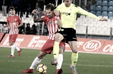 Disputa por el balón. CórdobaCF