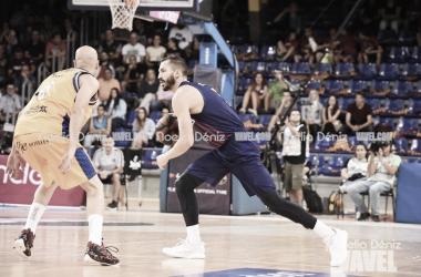Pau Ribas en la disputa de un balón durante el primer partido de la Liga Endesa 2018/2019 entre FC Barcelona Lassa y Herbalife Gran Canaria. Fuente: