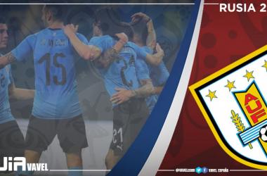 La selección uruguaya posa para la foto previa a uno de sus partidos de clasificación para el Mundial de Rusia 2018. (Foto: FIFA.com).