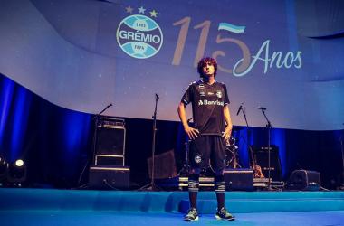 Grêmio lança novo terceiro uniforme em comemoração a aniversário de 115 anos