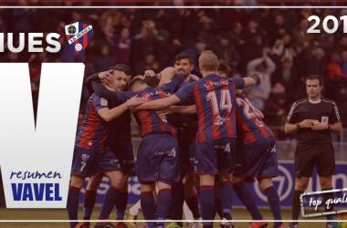 Jugadores de la SD Huesca celebrando un gol. IMAGEN | Fotomontajes VAVEL