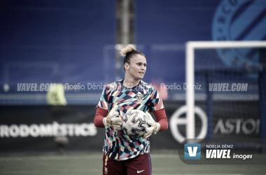 Sandra Paños en el calentamiento previo al Español vs FCB Femení, Liga Iberdrola| Foto: Noelia Déniz