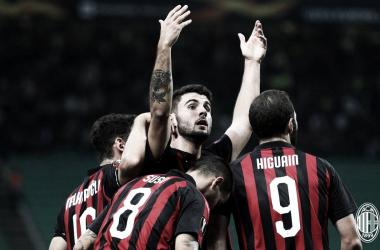 De virada, Milan vence Olympiacos e se mantém 100% de aproveitamento na Europa League
