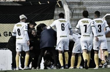 Imagen: Festejo del gol de Yoel Juárez