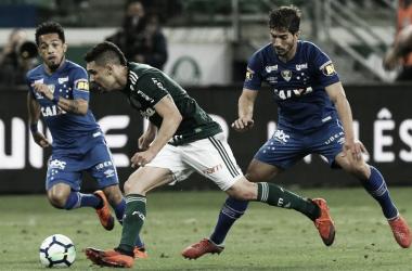 Lucas Silva, Rafinha e Moisés, disputando uma bola no jogo de ida (Foto: Fabio Menotti/Divulgação/Ag Palmeiras)