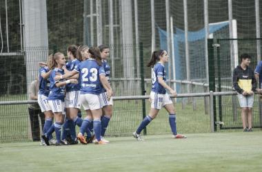 Las jugadoras del Real Oviedo Femenino, celebran un gol esta temporada. Foto: Bibi Peón