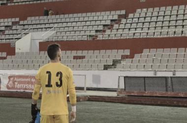 El capitán José Ortega se disculpa frente a la afición tras el partido | Foto: Juanma Medina