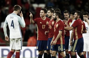 Dier y Herrera discuten tras la acción. Foto: The FA