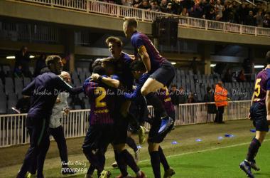 El Barça B celebrando el gol de la victoria ante el Lleida Esportiu. Foto: Noelia Déniz, VAVEL