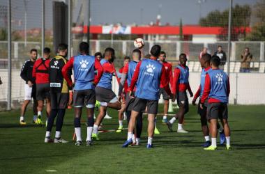 Jugadores del Rayo Vallecano durante un entrenamiento | Fotografía: Ricardo Grande (VAVEL)
