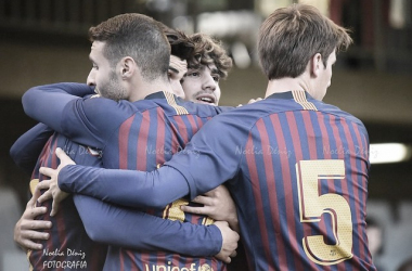 El Barça B celebrando un gol ante el CD Ebro. Foto: Noelia Déniz, VAVEL