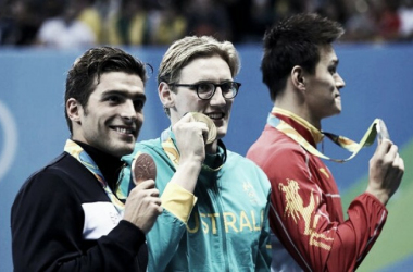 400 meter freestyle gold medalist Mack Horton, silver medalist Sun Yang and bronze medalist Gabriele Detti pose with their medals after Horton took home the title/Photo: Stefan Wermuth/Reuters