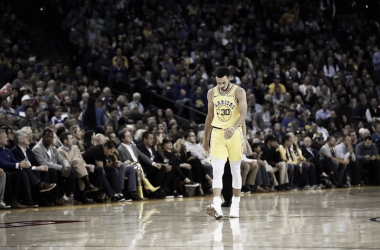 Stephen Curry se lesiona en la derrota de Golden State ante Milwaukee