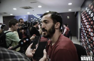 Pau Ribas atiende a los medios. FOTO: Noelia Déniz