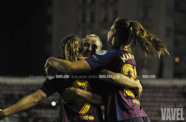 Las azulgranas celebrando un gol ante el LSK Kvinner Fotballklubb en la máxima competición continental | Foto de Eduardo Ariño, VAVEL