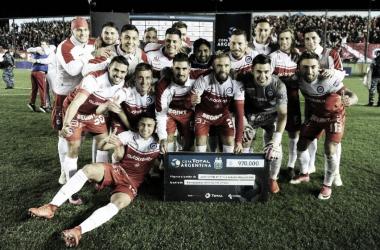 Los jugadores de Argentinos Juniors luego de ganarle a Defensa y Justicia.