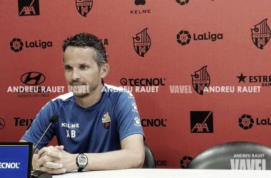 Xavi Bartolo en una rueda de prensa. Foto: Andreu Rauet (Vavel)<br><br>