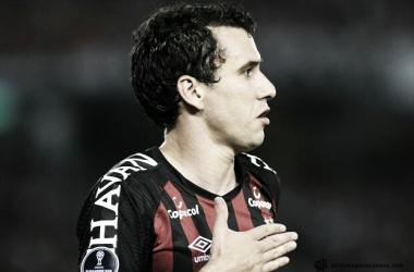 Pablo comemorando o gol que abriu o placar (Foto: Divulgação/AtléticoParanaense.com)