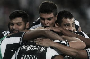 Botafogo goleia Sol de América e avança às oitavas da Sul-Americana