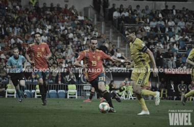 Fabián Ruiz en busca de la recuperación de balón /Foto: Pablo Rodríguez (VAVEL)