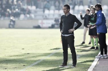 Xavi Bartolo en su área técnica. Foto: CF Reus