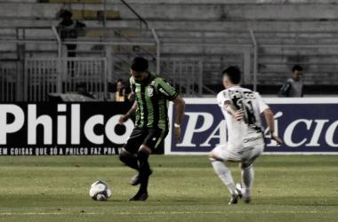 Com o tropeço do Atlético-GO e com a vitória do Coxa, o América-MG está 3 pontos do G-4 (Foto: Estevão Germano / América)