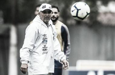 """Peres não concorda com pedido de Sampaoli para retirar multa de seu contrato: """"Não faz sentido"""""""