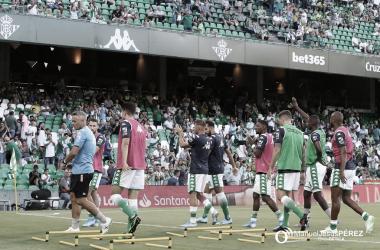 Jugadores calentando antes del Betis - Valladolid   Fotografía: Manuel Jesús Pérez (Onda Bética)