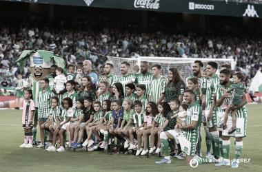 Fotografía de grupo antes del Betis - Valladolid | Fotografía: Manuel Jesús Pérez (Onda Bética)