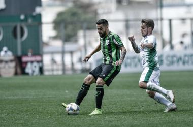 Coelho venceu duas últimas partidas fora de casa no campeonato (Foto: Mourão Panda / América)