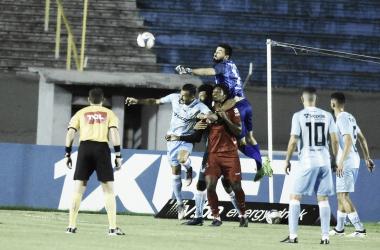 Com falha de Matheus Albino, Vila Nova vence Londrina fora de casa