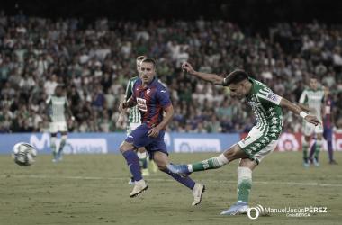 Álex Moreno y Emerson, entre los defensas con más asistencias de la primera vuelta