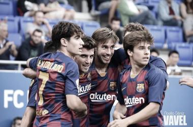 El Barça B celebrando el gol de Monchu ante el Orihuela. Foto: Noelia Déniz, VAVEL