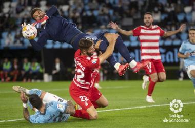 Lance del partido en el que se pitó penalti en contra del Granada: Foto LaLiga