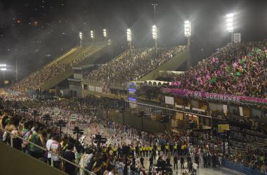 CarnaVAVEL: sob chuva, Mangueira realiza único ensaio técnico do Carnaval 2020