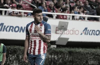 Alexis Vega es baja por esguince de tobillo; Chivas buscará sanción para el causante