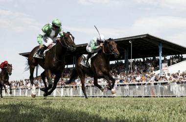 Malkoboy (izquierda/verde) ganando el Derby de Suiza | Foto: Pferderennen Frauenfeld