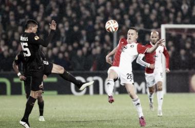 Roma elimina Feyenoord em partida com atos de racismo