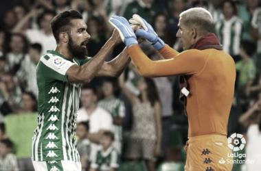 Joel Robles celebrando junto a Borja Iglesias   Fotografía: La Liga
